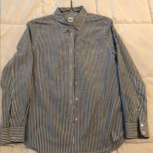 Women's Gap Long sleeved button down shirt